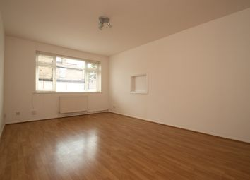 2 bed flat to rent in High Road, London N11
