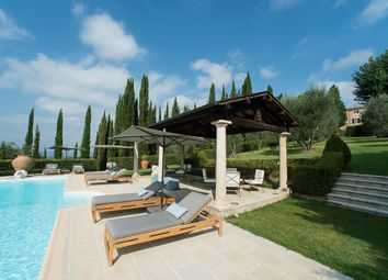 Thumbnail Hotel/guest house for sale in Via Delle Colonne, Asciano, Siena, Tuscany, Italy