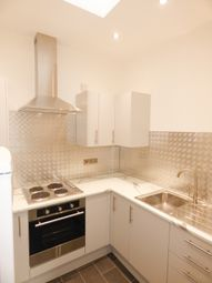 2 bed flat to rent in Victoria Road, Romford, Essex RM1
