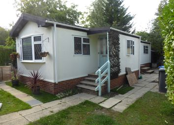 Thumbnail 1 bed mobile/park home for sale in Fangrove Park, Lyne Lane, Chertsey, Surrey