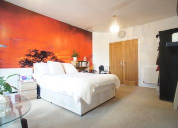Thumbnail Room to rent in Connaught Avenue, London