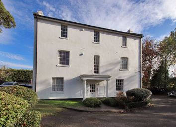Main Road, Edenbridge TN8. 2 bed flat for sale