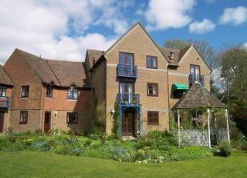 2 bed flat to rent in Beaufield Gate, Haslemere, Surrey GU27