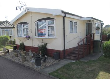 Thumbnail 2 bed mobile/park home for sale in Foxhunter Residential Park (Ref 5976), Monkton, Nr Ramsgate, Kent