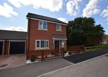 Thumbnail 3 bed link-detached house for sale in Dulwich Avenue, Basildon, Essex