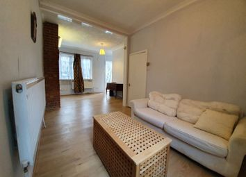 3 bed property to rent in Dennett Road, Croydon CR0