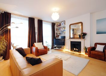 Thumbnail 3 bedroom flat to rent in Barnsbury Road, London