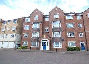 2 bed flat to rent in Luton Road, Dunstable LU5