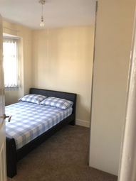 Thumbnail Room to rent in Park Avenue, Oldbury
