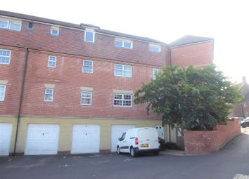 Montebourg House, Drovers, Sturminster Newton DT10. 2 bed flat to rent