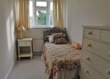 Room to rent in Rowsley Avenue, London NW4