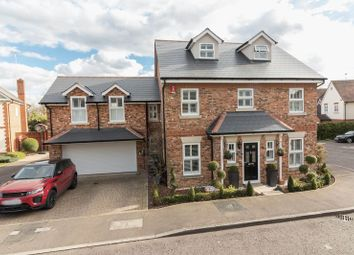 Thumbnail 5 bedroom detached house for sale in Fallow Fields, Loughton