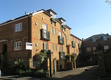 Thumbnail 3 bedroom flat to rent in Temple Road, Windsor