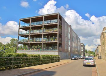 Thumbnail 2 bed flat to rent in Kingfisher Way, Cambridge