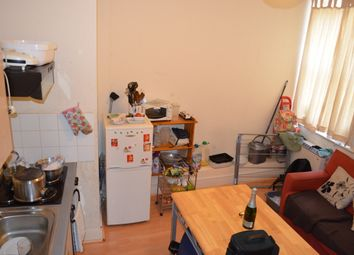 Thumbnail 1 bed flat to rent in Oldhill Street, London