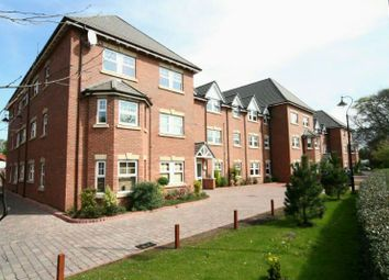 2 bed flat to rent in Wellington Road, Timperley, Altrincham WA15