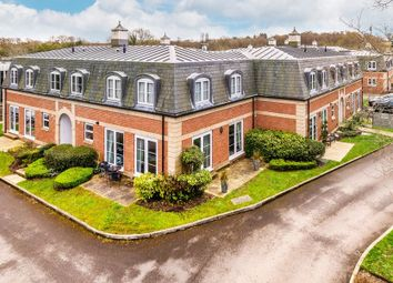 2 bed flat to rent in Crabbett Park, Worth, Crawley RH10