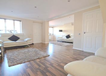 Thumbnail 3 bedroom detached house to rent in Blunden Drive, Langley, Slough