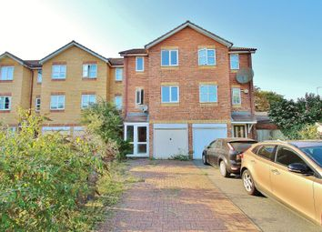 Donald Woods Gardens, Surbiton KT5. 3 bed town house