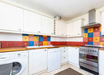 2 bed maisonette to rent in Stroud Crescent, Roehampton, London SW15