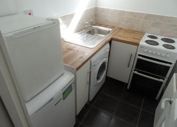 Thumbnail 1 bed flat to rent in City Road, Cardiff