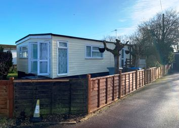 2 bed mobile/park home for sale in New Look Mobile Home Park, Carterton OX18