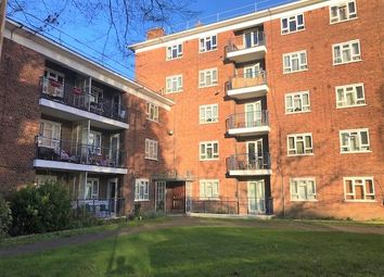 Thumbnail 4 bed flat to rent in Edensor Gardens, Chiswick, London