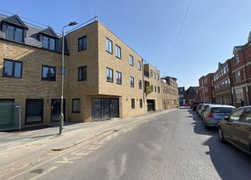 Salisbury Road, High Barnet, Barnet EN5. 2 bed flat for sale