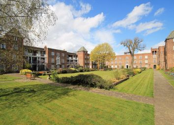 2 bed flat to rent in St. Andrews Square, Surbiton KT6