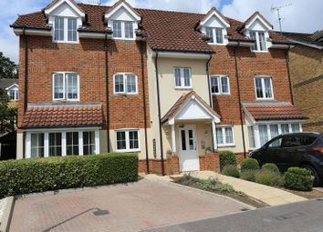 Thumbnail 2 bedroom flat to rent in Badgers Rise, Woodley, Reading