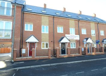 Thumbnail 3 bedroom town house to rent in Queens Road, Farnborough