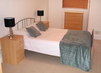 Thumbnail 2 bed flat to rent in Kennington Lane, Vauxhall London