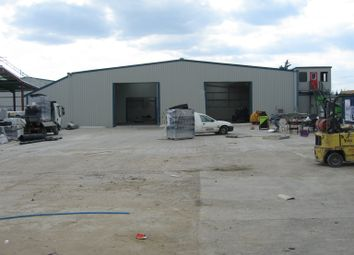 Warehouse to let in 434 London Road, West Thurrock RM20