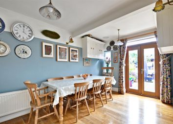 3 bed property for sale in Chaucer Road, London W3