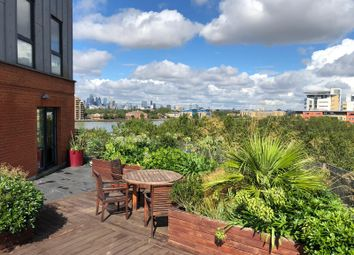 Thumbnail 3 bedroom flat to rent in Isle Of Dogs, London