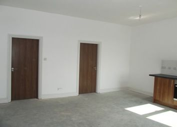 2 bed flat to rent in Abbey Hills Road, Oldham OL8