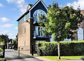 The Lakes, Larkfield, Kent ME20. 2 bed flat
