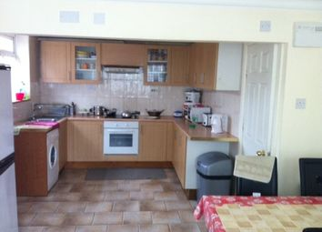 Thumbnail 4 bed property to rent in Oatland Close, Leeds