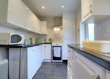 3 bed bungalow for sale in Raven Road, Hook, Hampshire RG27