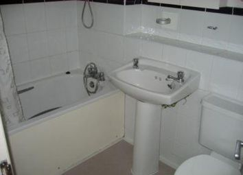 Thumbnail 1 bed flat to rent in North End Road, Fulham