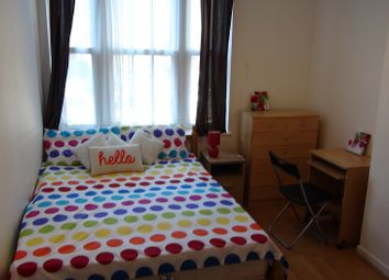 Thumbnail 1 bed flat to rent in Queen's Crescent, London