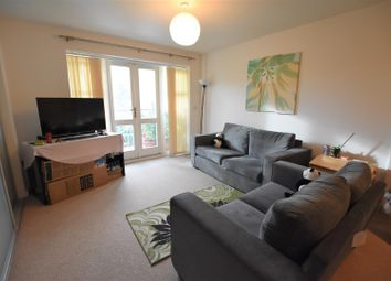 2 bed flat to rent in Park Lodge Avenue, West Drayton UB7