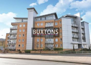 Thumbnail 2 bed flat to rent in Tuns Lane, Slough, Berkshire.
