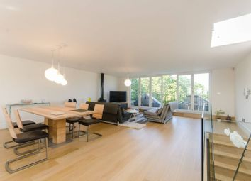 Thumbnail 4 bed flat to rent in Airlie Gardens, Kensington