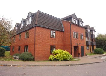 Thumbnail 2 bed property for sale in Crescent Dale, Maidenhead
