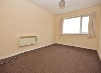 Thumbnail 1 bed flat to rent in Harefield Court, Dallow Road, Luton
