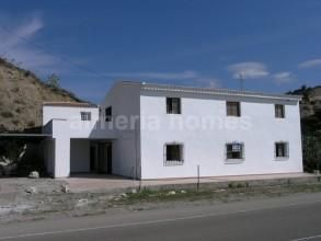 Thumbnail 5 bed country house for sale in Cortijo Bobo, Arboleas, Almeria