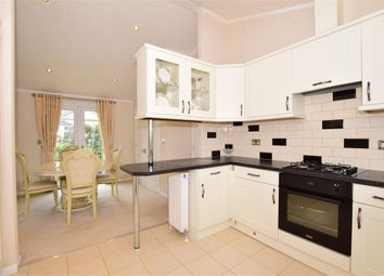Thumbnail 2 bedroom mobile/park home for sale in Maidstone Road, Paddock Wood, Kent