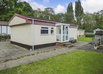 Thumbnail 2 bedroom mobile/park home for sale in Pond Cottage Lane, West Wickham, Kent