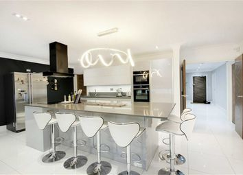 Thumbnail 3 bed flat for sale in Brookmans Avenue, Brookmans Park, Hertfordshire